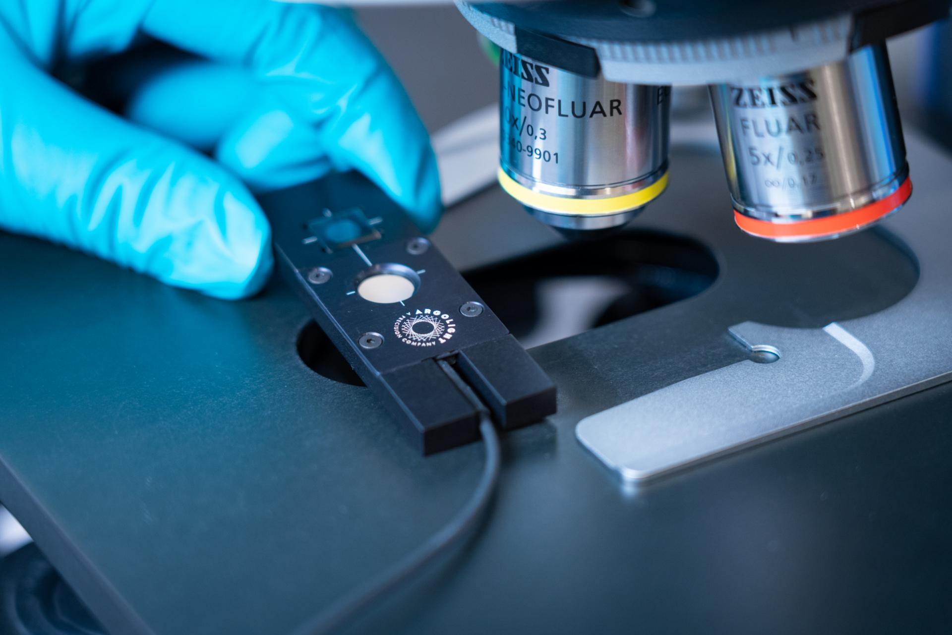 Photo of an Argolight Argo-POWER hm product under a microscope